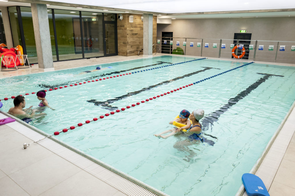Бассейн с подвижным дном используется для работы с детьми и людьми с ограниченнымивозможностоями а так же в целях реабилитации