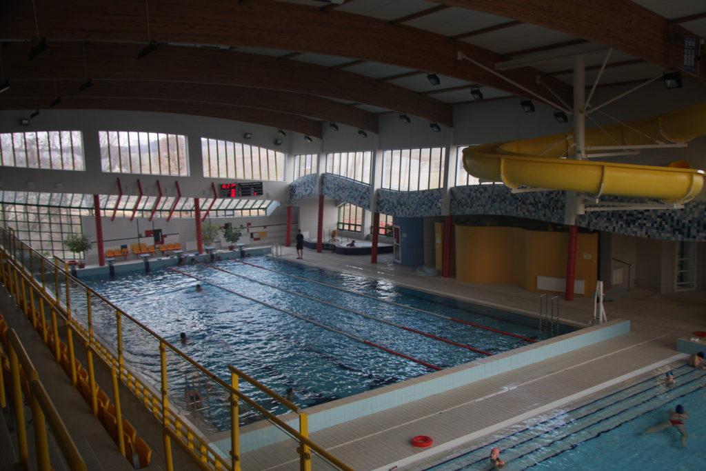 В бассейне расположены три бассейна