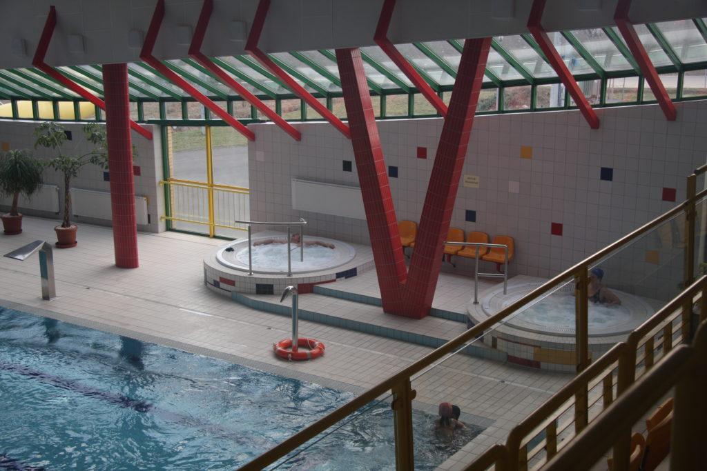 Два бассейна с гидромассажем