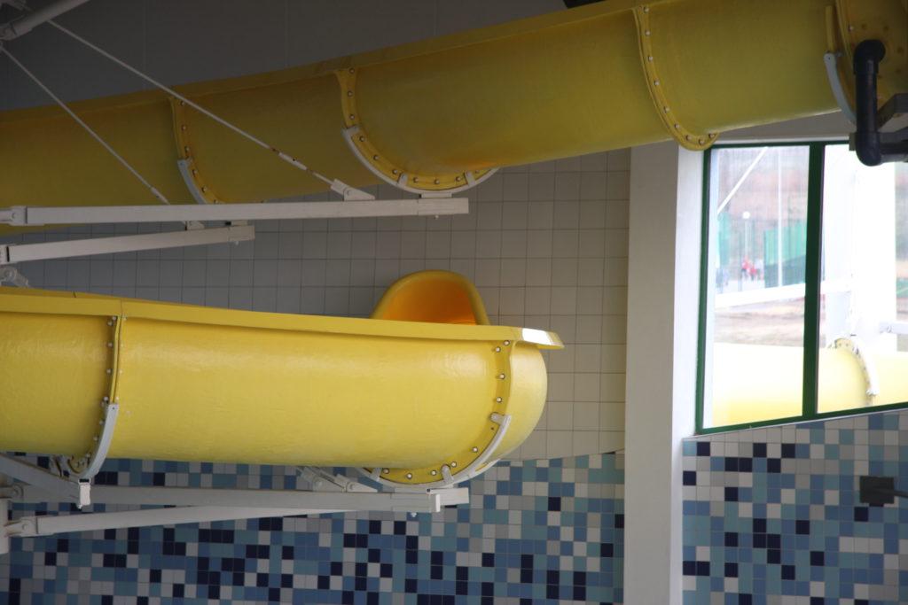 Вхождение водной горки в здание