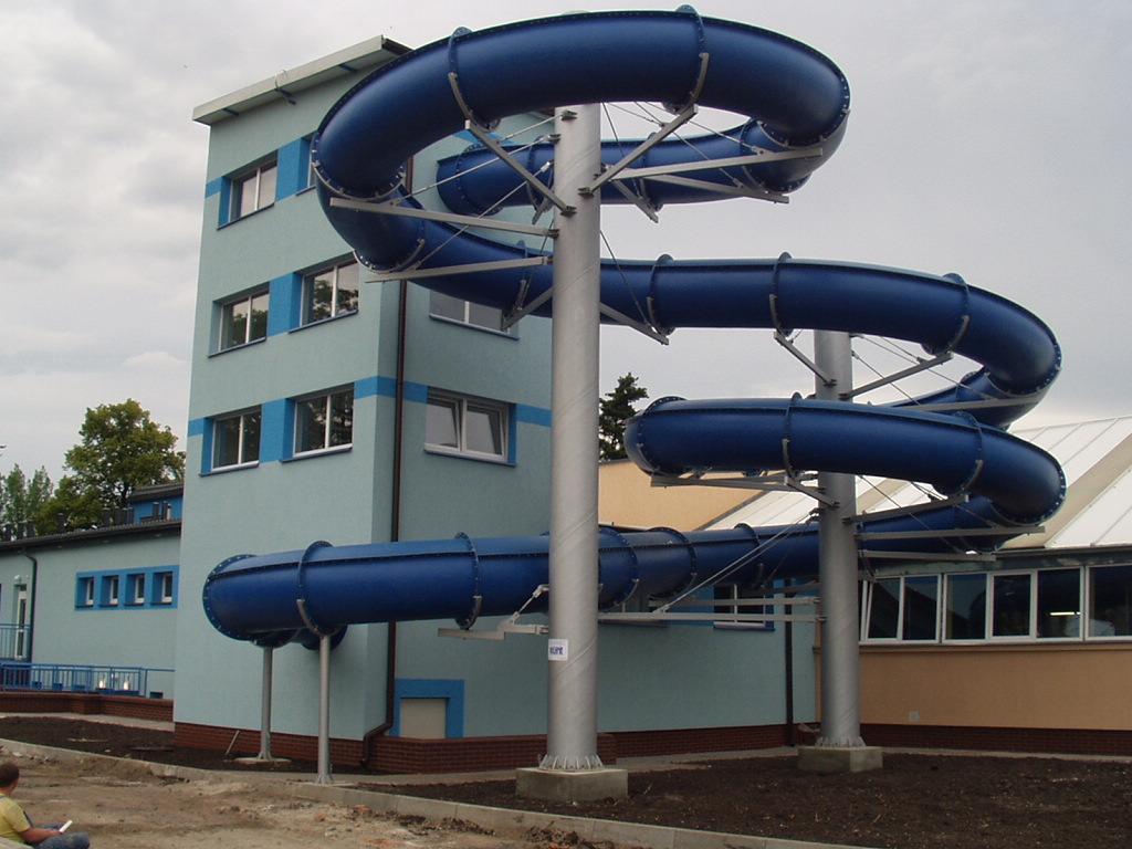 Водные горки в аквапарке Gubin