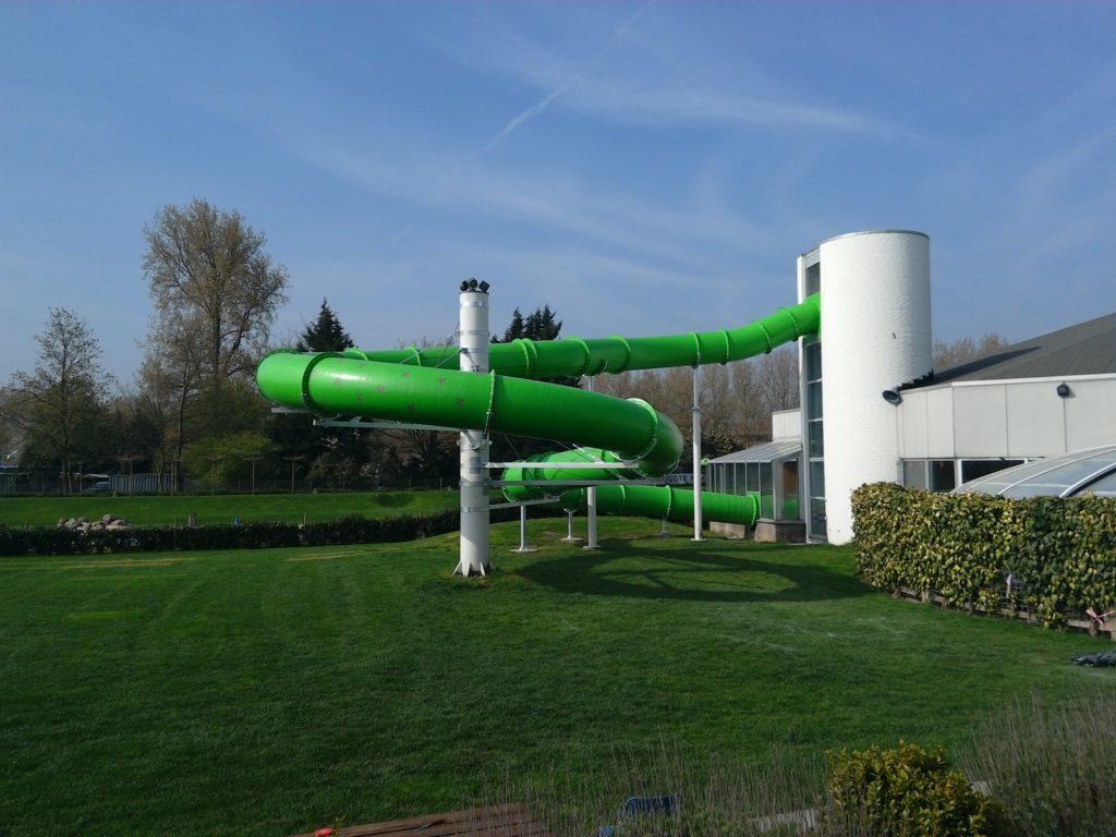 В ходе реконструкции аквапарка к нему была достроена новая водная горка