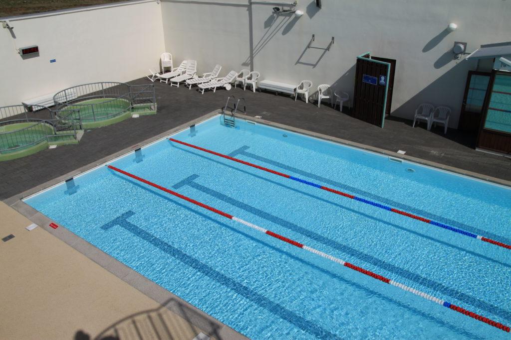 Главный бассейн с тремя дорожками