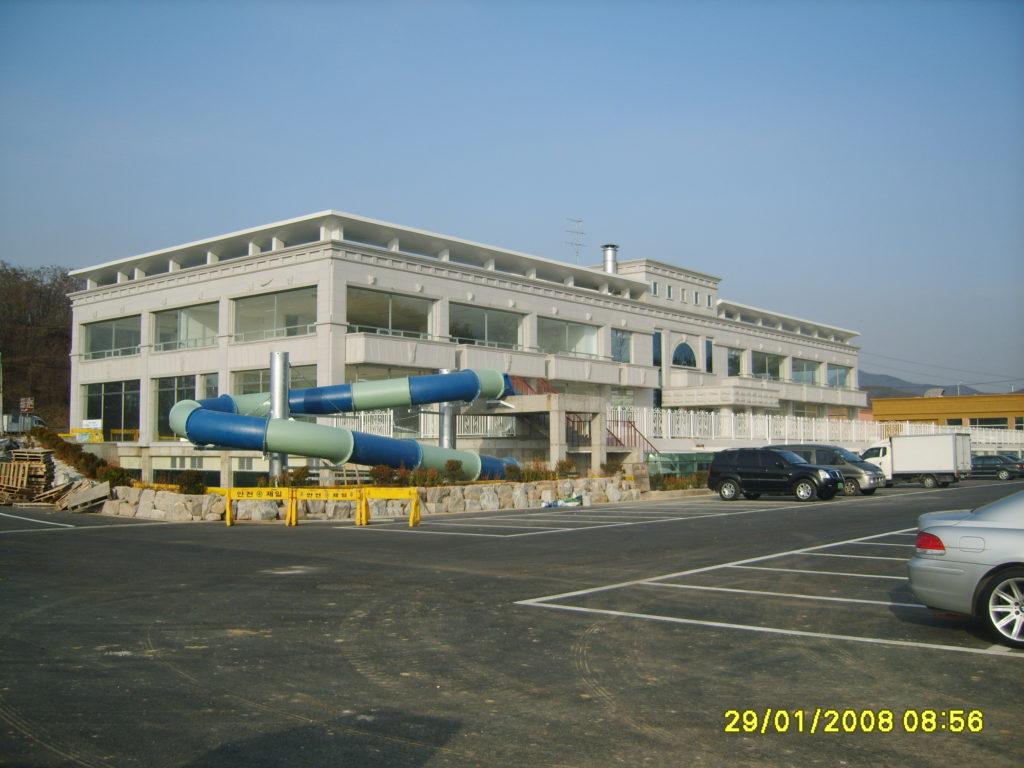 Здание аквапарка
