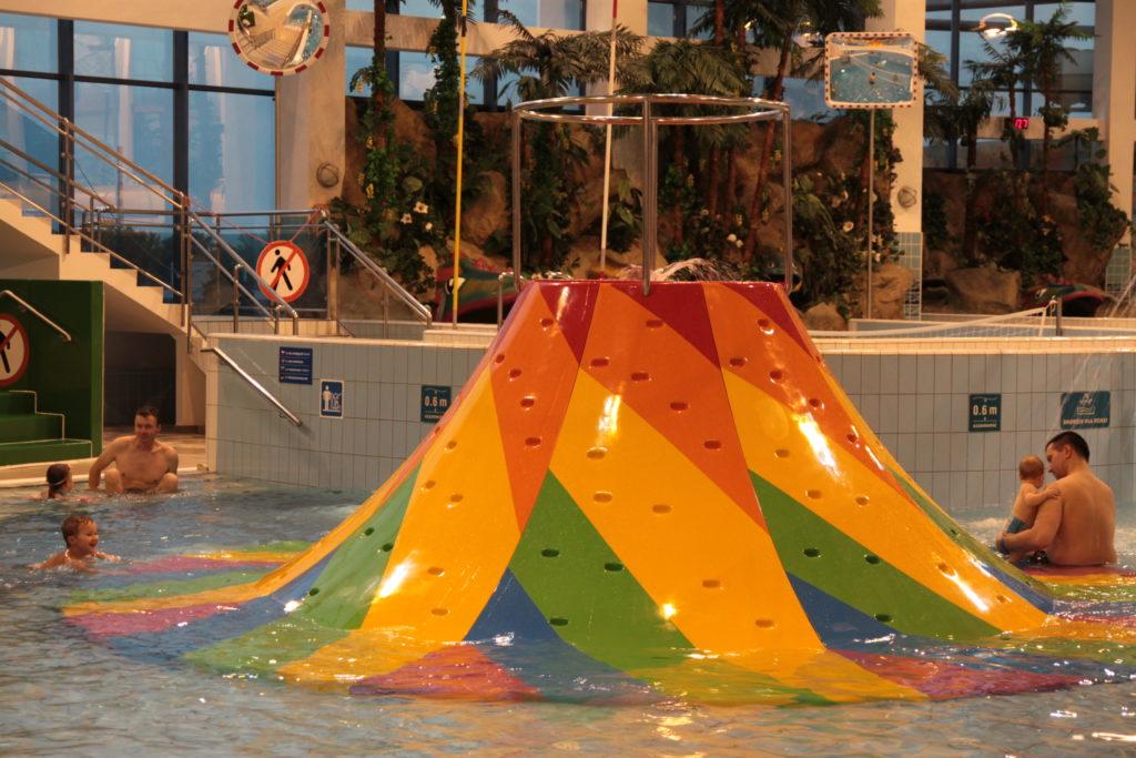Вулкан брызгает водой