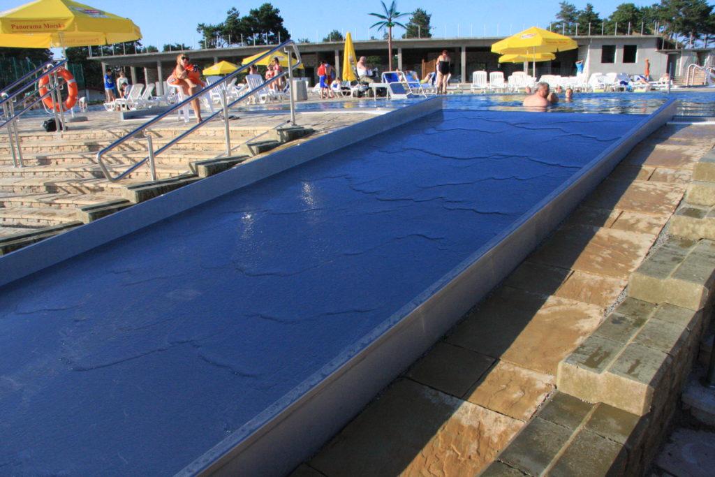 Слив воды с бассейна