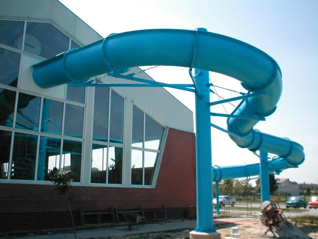 Водные горки в аквапарке Cmolas