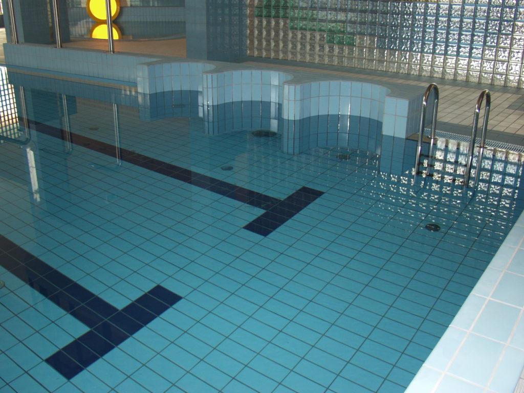 Дно бассейна