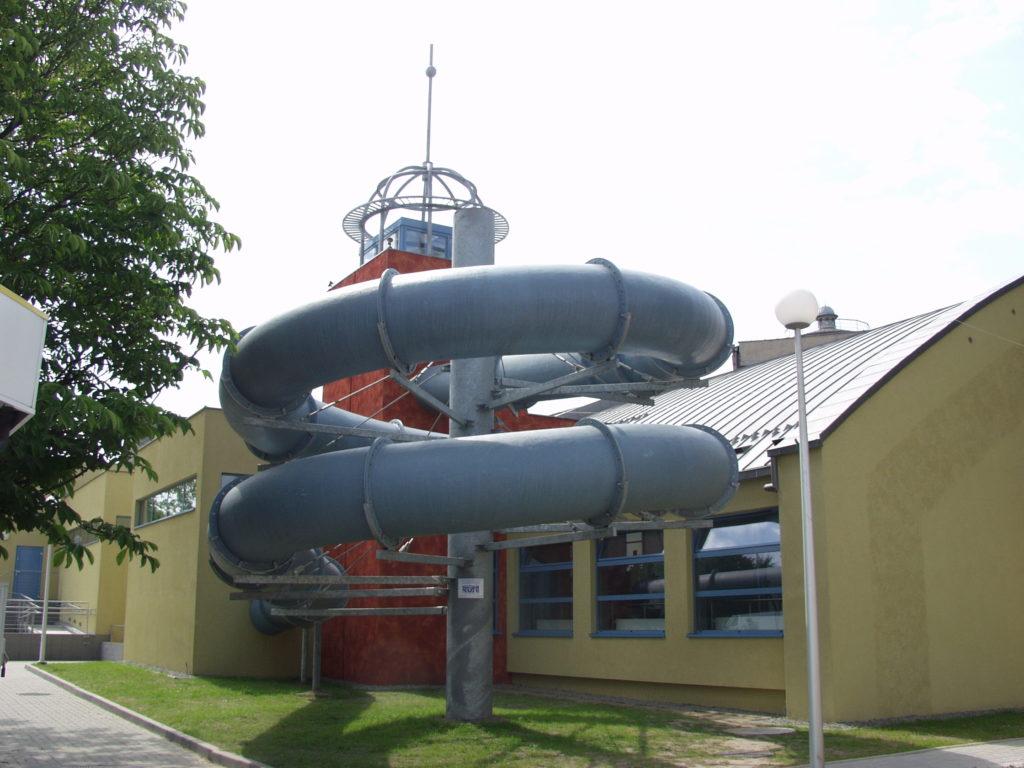 Водная горка пристроенная к бассейну