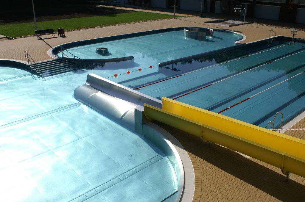 Оригинальное завершение спуска в бассейн