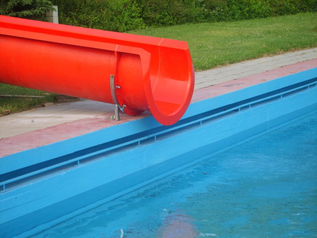 Спуск в бассейн