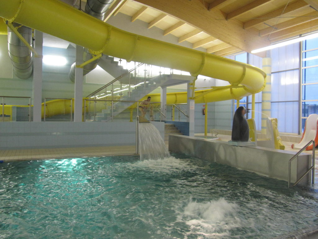 Искусственный водопад, подача воды в бассейн