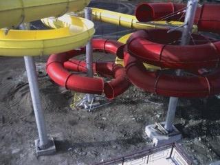 Сборка водных горок на строй площадке