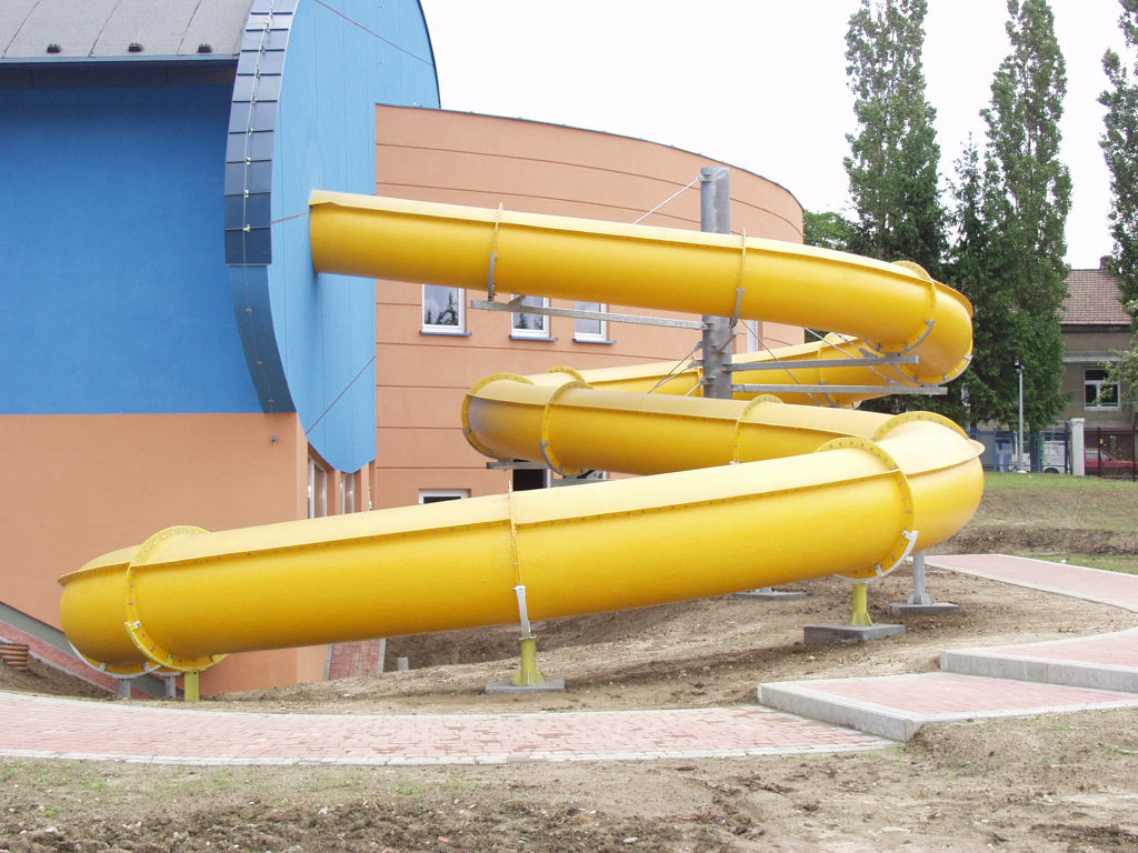 Водные горки в аквапарке Tarnów