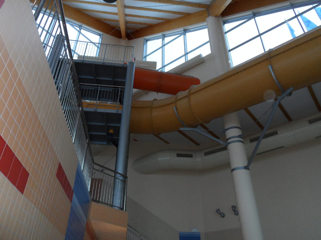 Выход водных горок из здания