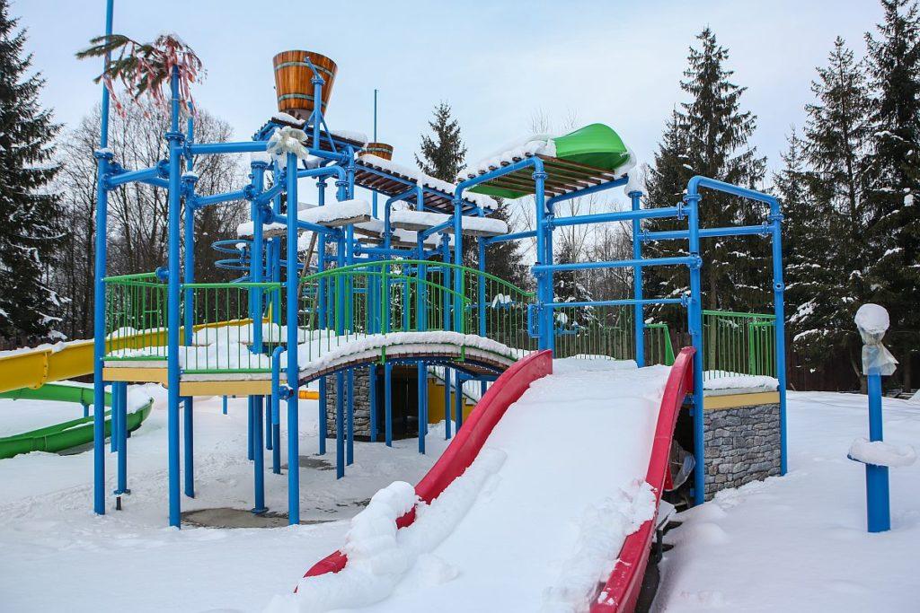 Игровая площадка не требует демонтажа или накрытия чем-то зимой