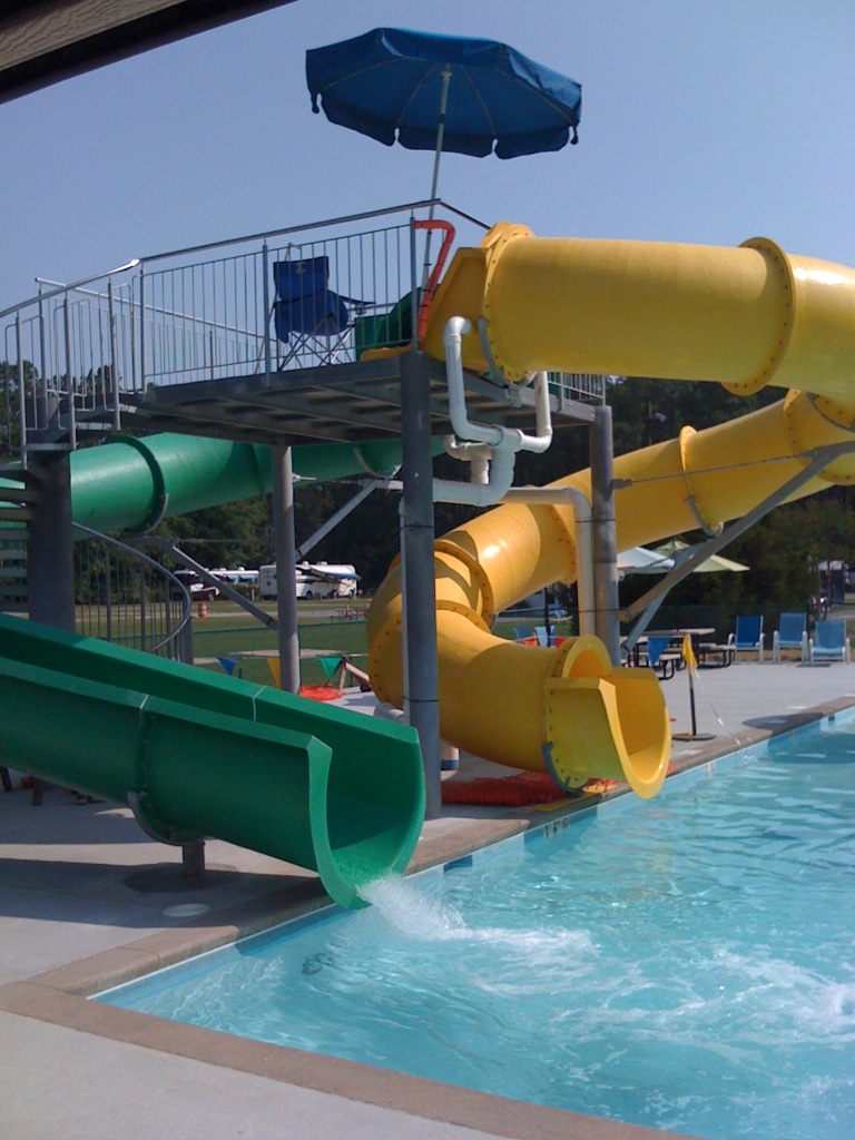 Водные горки в аквапарке USA Gloucester